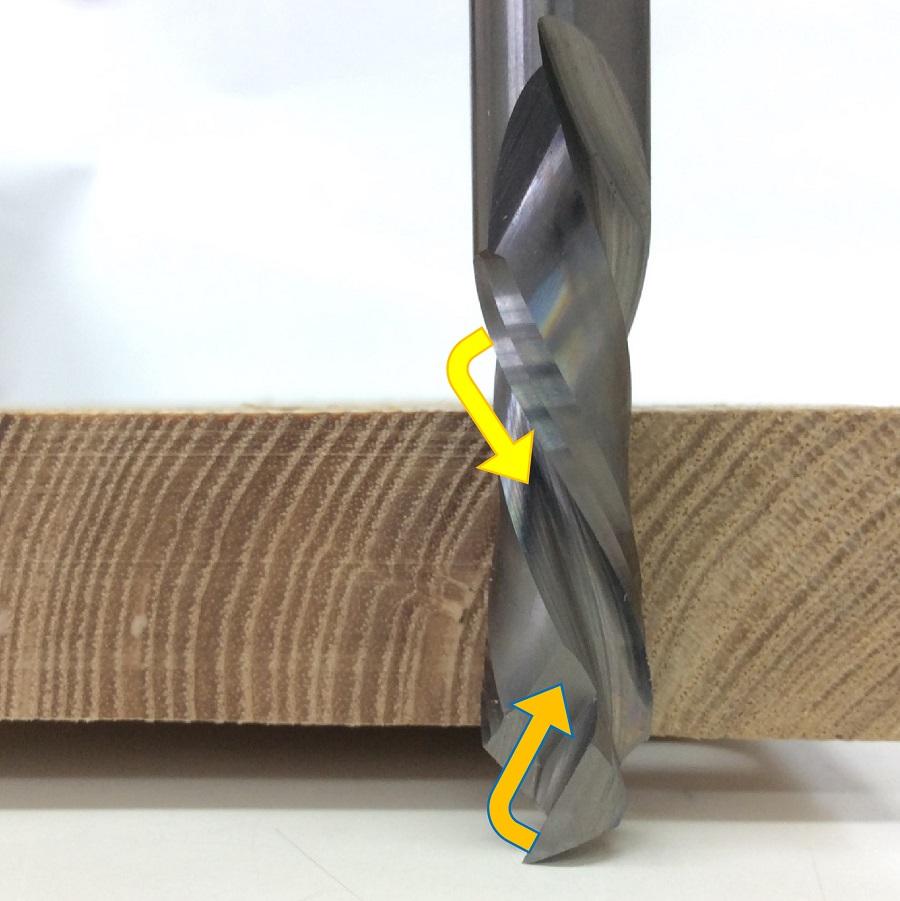 アップ+ダウンカットスパイラルビットで木口加工